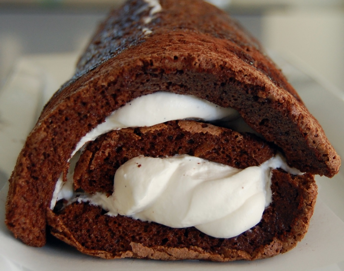 CHOCOLATE CAKE ROLL - Durmes Gumuna